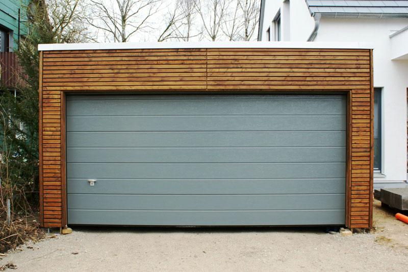 flachdach carport komplett geschlossen mit extensiver dachbegr nung. Black Bedroom Furniture Sets. Home Design Ideas